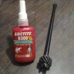 ... mot nya axlar som jag tillverkar av utstötarpinnar för formverktyg. De är härdade och slipade så det var bara att pressa fast dem med lite LocTite som glidmedel. LockTiten har jag köpt på Tools Momentum.