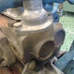 Från början tänkte jag montera en central termostat från t ex en lastbil, men det går inte. När en motor värms upp, cirkulerar kylvätskan genom endast en
