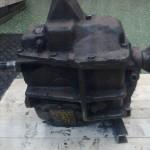 Att finna en växellåda värdig denna motor var inte lätt. Den ska ju klara såväl pulver som grabbatag…   Efter några veckors sökande fann jag dock denna låda hos USA-bildelar i Sunne.