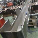 ... fyrkantjärn 30x30mm. De järnen kommer sedan att planas av 4mm för att få en slät yta,  samt förses med brotchade 14mm hål för styrning ...