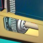 """Betraktelse från CADen visande: tråg, kedja, spännelement, kedjedrev, lagerhus och """"dummy"""" föreställande motorblock."""