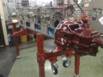 Här hänger växellådan på plats för mätning och provmontering.