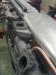 Så här ser det ut när den är provmonterad under ena halvan av ventilkåpan.