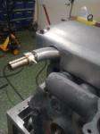 Så här ser det ut där röret kommer ut ur ventilkåpan.