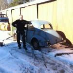 I Dalarna bor en kille som i sina bodar och skjul har mängder av delar till bilar från 60-talet och framåt. Där köpte jag bakdelen av en Morris-Minor som jag ev ska ha till mitt bygge. Men, som ni förstår… det tar ett tag innan det är dags för det, och är en helt annan historia… ANM: JANUARI -17, NUMERA EN DESIGNAD KAROSS SOM SKALL BYGGAS FRÅN RÅPLÅT. FÖLJANDE KAROSSERIBILDER ÄR ALLTSÅ INTE RELEVANTA.