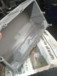 Jag har spacklat botten med metallspackel för att få fall för oljan att rinna ur och in i Tråget
