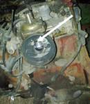På karburatorn sitter det en slits för atmosfärsluft in till vakuumklockan. Eftersom det var en extra skärning i papperspackningen för detta, blev jag osäker på om det skulle se ut på något särskilt sätt för det.