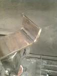 Genom att kapa en slits i hörnet, kunde jag bocka ut ena gaveln. Slitsen svetsades igen.