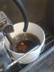 … ett test med tunn hydraulolja och en pump som jag körde med en borrmaskin. Det var inga som helst problem. Pumpen tvekade inte ett uns, utan sprutade hydraulolja så det stod härliga till.