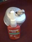 Efter att ha svarvat en bussning och rensvarvat koppens hål blev det blästring innan limning med… LocTite 648… Såklart!