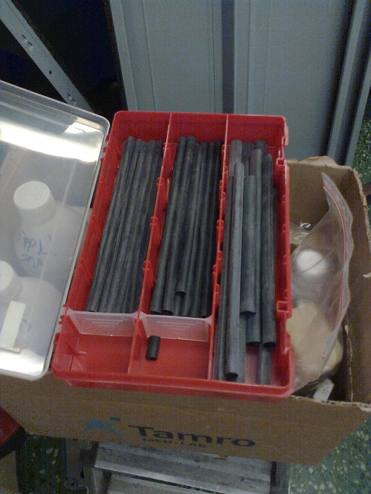 Jag har flera lådor med krympslang av olika diametrar.