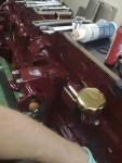 Mitt i bild syns returoljefilterhållaren som sitter styrd på den hylsa jag nyss beskrivit. Jag fick rejäl gåshud när jag monterat den…. Nu är det på riktigt!