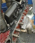 Här har jag börjat montera ventiler i det första, alltså främre locket.