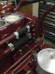 Innan första cylinderlocket monterades, fixade jag fast matarrör för kylvatten…