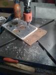 Instrumentpanelen för att kunna starta… En plastlåda från Jula och en aluminiumplåt som förstärkning.