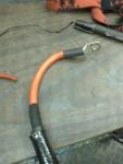 Jag var så inställd på att använda en röd kabel till plusledningen, så jag tog det som stod tillbuds – Biltema startkabel.