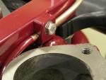 Bild som visar en av tusen små detaljer. En specialfräst hållare för ena vakuumröret till förtändningen.